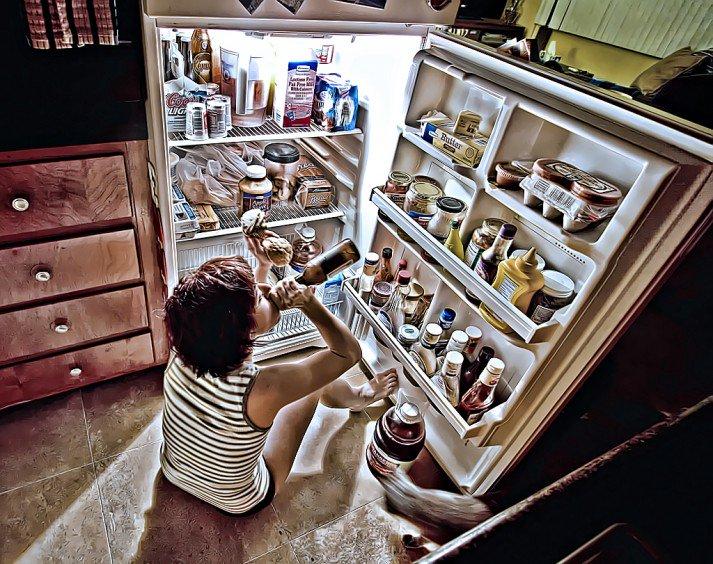 refrigerator-713x564